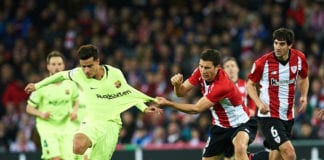BILBAO, SPAIN - FEBRUARY 10: Philippe Coutinho of FC Barcelona (L) duels for the ball with Oscar De Marcos of Athletic Club (R) during the La Liga match between Athletic Club and FC Barcelona at San Mames Stadium on February 10, 2019 in Bilbao, Spain. (Photo by Juan Manuel Serrano Arce/Getty Images)