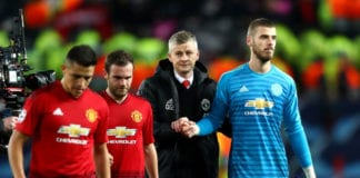 MANCHESTER, ENGLAND - FEBRUARY 12: Ole Gunnar Solskjaer, Manager of Manchester United leaves the pitch with David De Gea and team mates during the UEFA Champions League Round of 16 First Leg match between Manchester United and Paris Saint-Germain at Old Trafford on February 12, 2019 in Manchester, England. (Photo by Michael Steele/Getty Images)