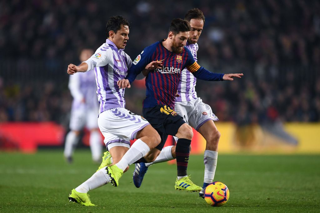 BARCELONA, SPAIN - FEBRUARY 16: Lionel Messi of FC Barcelona competes for the ball with Enes Unal and Michel Herrero of Real Valladolid CF during the La Liga match between FC Barcelona and Real Valladolid CF at Camp Nou on February 16, 2019 in Barcelona, Spain. (Photo by David Ramos/Getty Images)