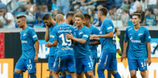 SAINT PETERSBURG, RUSSIA - AUGUST 4: Oleg Shatov (C) of FC Zenit Saint Petersburg celebrates his goal with teammates during the Russian Premier League match between FC Zenit Saint Petersburg and FC Arsenal Tula at Saint Petersburg Stadium on August 4, 2018 in Saint Petersburg, Russia. (Photo by Epsilon/Getty Images)