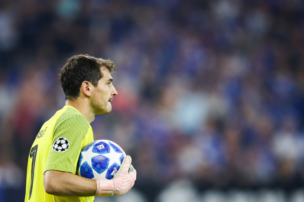 GELSENKIRCHEN, GERMANY - SEPTEMBER 18: Iker Casillas #1 of FC Porto holds the ball during the Group D match of the UEFA Champions League between FC Schalke 04 and FC Porto at Veltins-Arena on September 18, 2018 in Gelsenkirchen, Germany. (Photo by Maja Hitij/Bongarts/Getty Images)