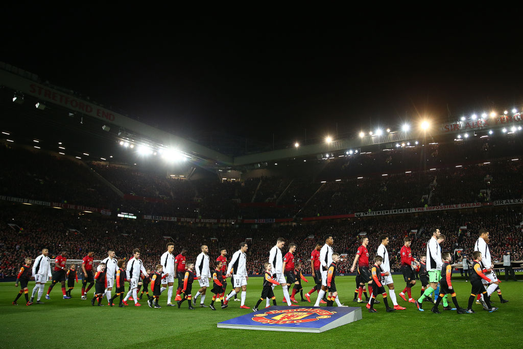 MANCHESTER, ENGLAND - FEBRUARY 12: The players of both teams head out onto the field ahead of the UEFA Champions League Round of 16 First Leg match between Manchester United and Paris Saint-Germain at Old Trafford on February 12, 2019 in Manchester, England. (Photo by Michael Steele/Getty Images)