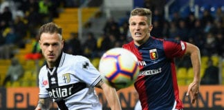 PARMA, ITALY - MARCH 09: Federico Dimarco of Parma Calcio competes for the ball with Darko Lazovic of Genoa CFCduring the Serie A match between Parma Calcio and Genoa CFC at Stadio Ennio Tardini on March 9, 2019 in Parma, Italy. (Photo by Alessandro Sabattini/Getty Images)