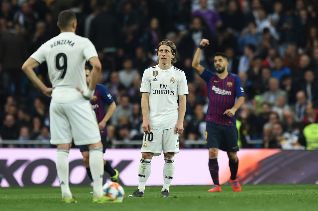 MADRID, SPAIN - FEBRUARY 27: Luka Modric and Karim Benzema of Real Madrid react as Luis Suarez of FC Barcelona celebrates his team's third goal during the Copa del Rey Semi Final second leg match between Real Madrid and FC Barcelona at Bernabeu on February 27, 2019 in Madrid, Spain. (Photo by Denis Doyle/Getty Images)