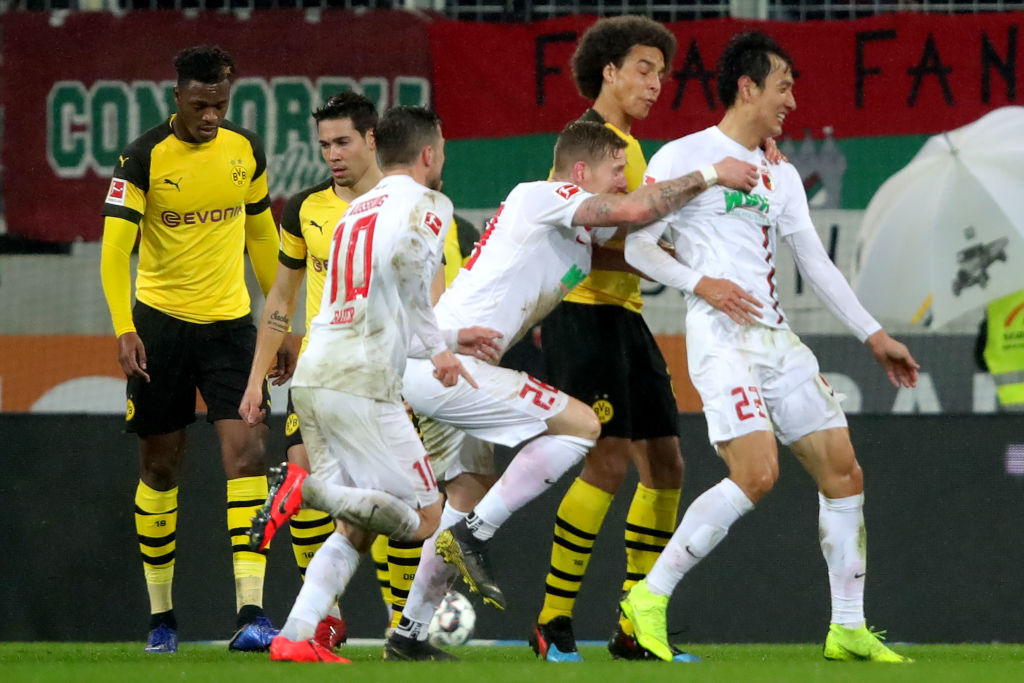 AUGSBURG, GERMANY - MARCH 01: Dong Won Lee (R) of Augsburg celebrates scoring the 2nd team goal with his team mates during the Bundesliga match between FC Augsburg and Borussia Dortmund at WWK-Arena on March 01, 2019 in Augsburg, Germany. (Photo by Alexander Hassenstein/Bongarts/Getty Images)