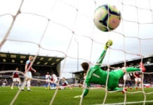 BURNLEY, ENGLAND - MARCH 02: Michy Batshuayi of Crystal Palace scores his team's second goal past a diving Thomas Heaton of Burnley during the Premier League match between Burnley FC and Crystal Palace at Turf Moor on March 02, 2019 in Burnley, United Kingdom. (Photo by Alex Livesey/Getty Images)
