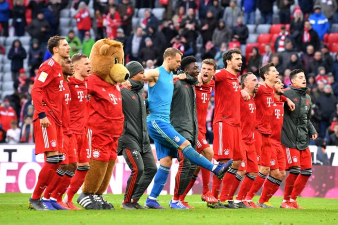 MUNICH, GERMANY - MARCH 09: The Bayern Muenchen team celebrate after the Bundesliga match between FC Bayern Muenchen and VfL Wolfsburg at Allianz Arena on March 09, 2019 in Munich, Germany. (Photo by Sebastian Widmann/Bongarts/Getty Images)