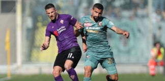 FLORENCE, ITALY - MARCH 31: Kevin Mirallas of ACF Fiorentina in action against Thomas Rincon of Torino FC during the Serie A match between ACF Fiorentina and Torino FC at Stadio Artemio Franchi on March 31, 2019 in Florence, Italy. (Photo by Gabriele Maltinti/Getty Images)