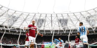 LONDON, ENGLAND - MARCH 16: Pablo Zabaleta of West Ham United (L) reacts after Juninho Bacuna of Huddersfield Town scored his team's first goal during the Premier League match between West Ham United and Huddersfield Town at London Stadium on March 16, 2019 in London, United Kingdom. (Photo by Christopher Lee/Getty Images)