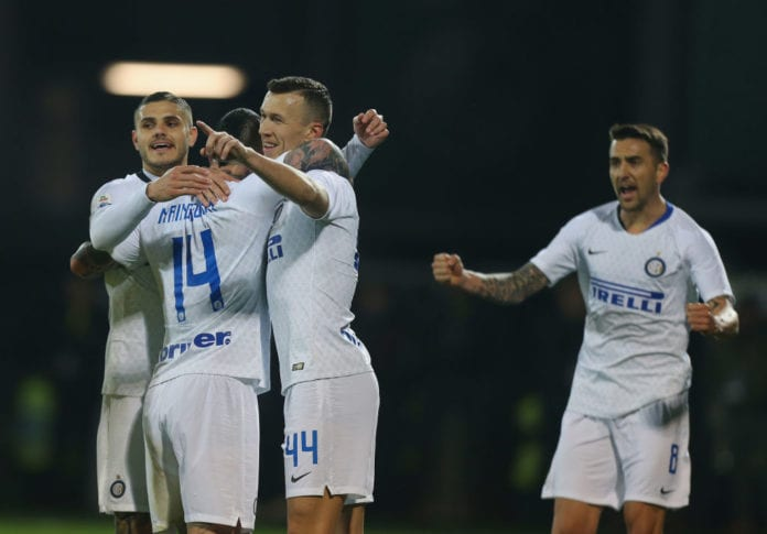 FROSINONE, ITALY - APRIL 14: Radja Nainggolan #14 with his teammates of FC Internazionale celebrates after scoring the opening goal during the Serie A match between Frosinone Calcio and FC Internazionale at Stadio Benito Stirpe on April 14, 2019 in Frosinone, Italy. (Photo by Paolo Bruno/Getty Images)