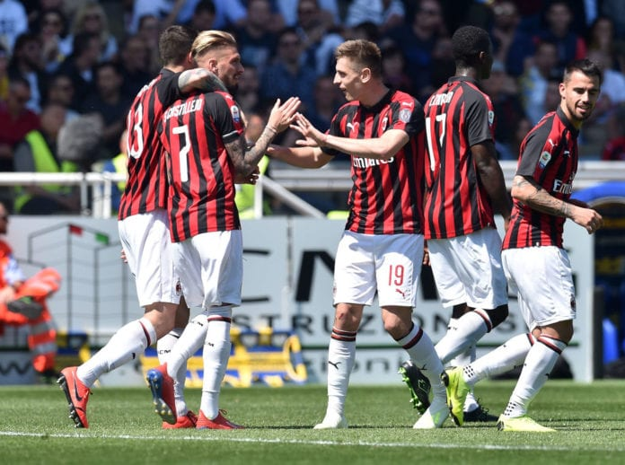PARMA, ITALY - APRIL 20: Samuel Castillejo of AC Milan celebrates after scoring the opening goal during the Serie A match between Parma Calcio and AC Milan at Stadio Ennio Tardini on April 20, 2019 in Parma, Italy. (Photo by Giuseppe Bellini/Getty Images)