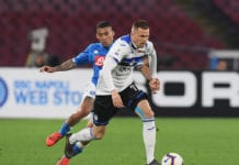 NAPLES, ITALY - APRIL 22: Allan of SSC Napoli vies Josip Ilicic of Atalanta BC during the Serie A match between SSC Napoli and Atalanta BC at Stadio San Paolo on April 22, 2019 in Naples, Italy. (Photo by Francesco Pecoraro/Getty Images)