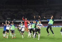 NAPLES, ITALY - APRIL 22: Players of Atalanta BC celebrate the victory after the Serie A match between SSC Napoli and Atalanta BC at Stadio San Paolo on April 22, 2019 in Naples, Italy. (Photo by Francesco Pecoraro/Getty Images)