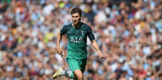 MANCHESTER, ENGLAND - APRIL 20: Ben Davies of Tottenham Hotspur runs with the ball during the Premier League match between Manchester City and Tottenham Hotspur at Etihad Stadium on April 20, 2019 in Manchester, United Kingdom. (Photo by Shaun Botterill/Getty Images)