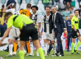 TURIN, ITALY - APRIL 20: Coach Massimiliano Allegri and Cristiano Ronaldo of Juventus celebrate after winning the Italian league at the end of the Serie A match between Juventus and ACF Fiorentina on April 20, 2019 in Turin, Italy. (Photo by Giampiero Sposito/Getty Images)