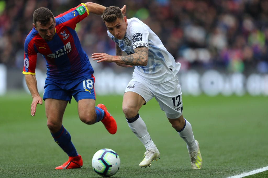 LONDON, ENGLAND - APRIL 27: Lucas Digne of Everton is challenged by James McArthur of Crystal Palace during the Premier League match between Crystal Palace and Everton FC at Selhurst Park on April 27, 2019 in London, United Kingdom. (Photo by Warren Little/Getty Images)