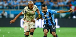 PORTO ALEGRE, BRAZIL - November 1: Fernandinho of Gremio battles for the ball against Eli Esterilla of Barcelona de Guayaquil during Gremio v Barcelona de Guayaquil match, part of Copa Bridgestone Libertadores 2017 Semi-Finals, at Arena do Gremio on November 1, 2017, in Porto Alegre, Brazil. (Photo by Lucas Uebel/Getty Images)