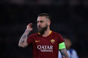 ROME, ITALY - FEBRUARY 12: Daniele De Rossi of AS Roma gestures during the UEFA Champions League Round of 16 First Leg match between AS Roma and FC Porto at Stadio Olimpico on February 12, 2019 in Rome. (Photo by Paolo Bruno/Getty Images)