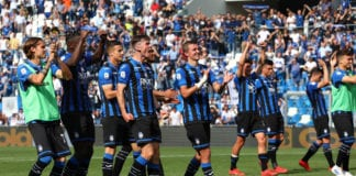 REGGIO NELL'EMILIA, ITALY - MAY 11: The players of the Atalanta BC celebrate a victory at the end of the Serie A match between Atalanta BC and Genoa CFC at Mapei Stadium - Citta del Tricolore on May 11, 2019 in Bergamo, (Photo by Marco Luzzani/Getty Images)