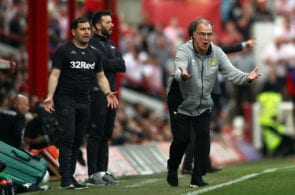 BRENTFORD, ENGLAND - APRIL 22: Leeds Manager Marcelo Bielsa instructs his team during the Sky Bet Championship match between Brentford and Leeds United at Griffin Park on April 22, 2019 in Brentford, England. (Photo by Bryn Lennon/Getty Images)