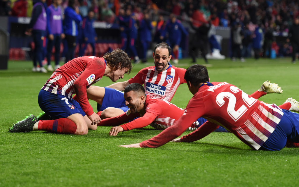 MADRID, SPAIN - APRIL 24: Angel Correa of Atletico Madrid celebrates with teammates after scoring his team's third goal during the La Liga match between Club Atletico de Madrid and Valencia CF at Wanda Metropolitano on April 24, 2019 in Madrid, Spain. (Photo by Denis Doyle/Getty Images)