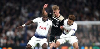 LONDON, ENGLAND - APRIL 30: Frenkie de Jong of Ajax battles with Dele Alli and Moussa Sissoko of Tottenham Hotspur during the UEFA Champions League Semi Final first leg match between Tottenham Hotspur and Ajax at at the Tottenham Hotspur Stadium on April 30, 2019 in London, England. (Photo by Julian Finney/Getty Images)