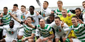 ABERDEEN, SCOTLAND - MAY 04: The Celtic team celebrate winning the match and the title after the Ladbrokes Scottish Premiership match between Aberdeen and Celtic at Pittodrie Stadium on May 04, 2019 in Aberdeen, Scotland. (Photo by Ian MacNicol/Getty Images)