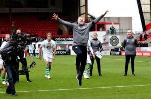 ABERDEEN, SCOTLAND - MAY 04: Manager of Celtic Neil Lennon celebrates as his side secured the Ladbrokes Scottish Premiership title after the Ladbrokes Scottish Premiership match between Aberdeen and Celtic at Pittodrie Stadium on May 04, 2019 in Aberdeen, Scotland. (Photo by Ian MacNicol/Getty Images)