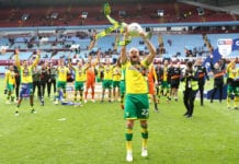 BIRMINGHAM, ENGLAND - MAY 05: Teemu Pukki of Norwich City lifts the championship trophy in celebration after the Sky Bet Championship match between Aston Villa and Norwich City at Villa Park on May 05, 2019 in Birmingham, England. (Photo by Matthew Lewis/Getty Images)