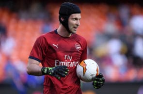 VALENCIA, SPAIN - MAY 09: Petr Cech of Arsenal looks on as he warms up prior to the UEFA Europa League Semi Final Second Leg match between Valencia and Arsenal at Estadio Mestalla on May 09, 2019 in Valencia, Spain. (Photo by Alex Caparros/Getty Images)