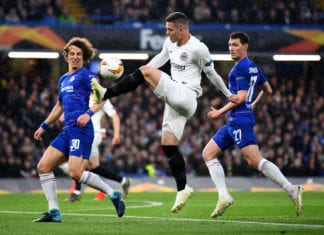 LONDON, ENGLAND - MAY 09: Luka Jovic of Eintracht Frankfurt stretches for the ball under pressure from David Luiz and Andreas Christiansen of Chelsea during the UEFA Europa League Semi Final Second Leg match between Chelsea and Eintracht Frankfurt at Stamford Bridge on May 09, 2019 in London, England. (Photo by Clive Mason/Getty Images)