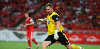 SINGAPORE - NOVEMBER 14: Jerzy Dudek of Liverpool in action during The Castlewood Group Battle Of The Reds 2015 between Liverpool and Manchester United at National Stadium on November 14, 2015 in Singapore. (Photo by Suhaimi Abdullah/Getty Images)