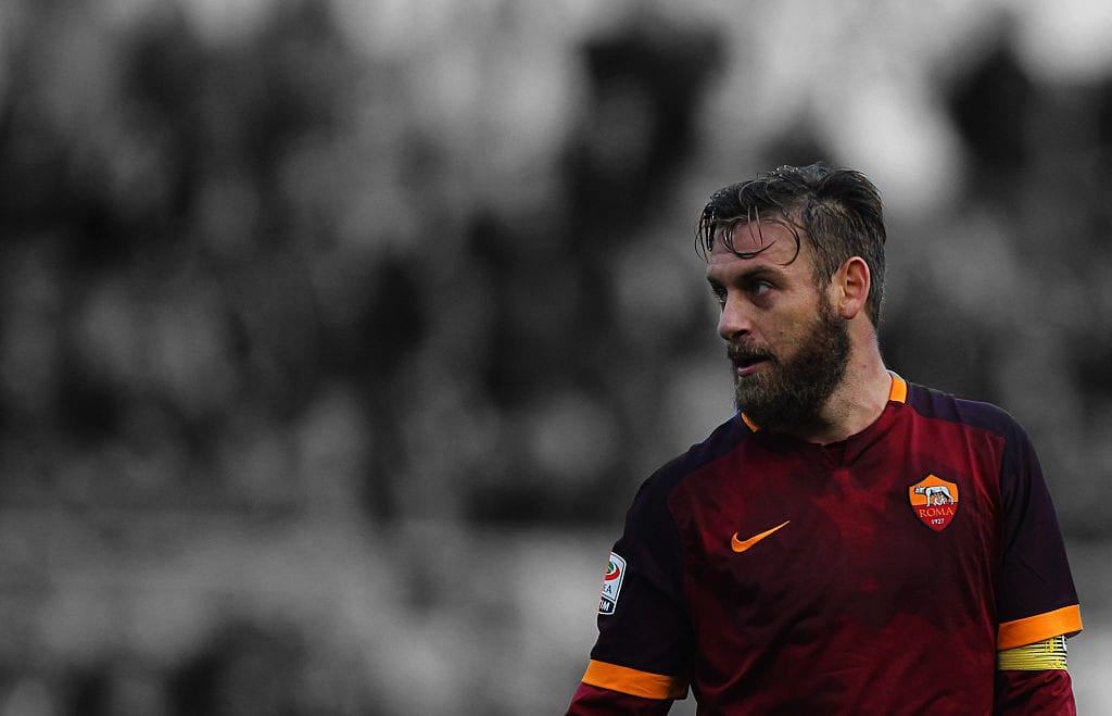 ROME, ITALY - NOVEMBER 29: Daniele De Rossi of AS Roma looks on during the Serie A match between AS Roma and Atalanta BC at Stadio Olimpico on November 29, 2015 in Rome, Italy. (Photo by Paolo Bruno/Getty Images)