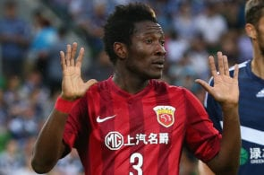 MELBOURNE, AUSTRALIA - FEBRUARY 24: Asamoah Gyan of Shanghai SIPG gestures during the AFC Asian Champions League match between Melbourne Victory and Shanghai Sipg at AAMI Park on February 24, 2016 in Melbourne, Australia. (Photo by Robert Cianflone/Getty Images)