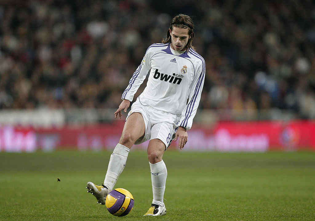 Fernando Gago, 12 players to have played with Ronaldo and Messi